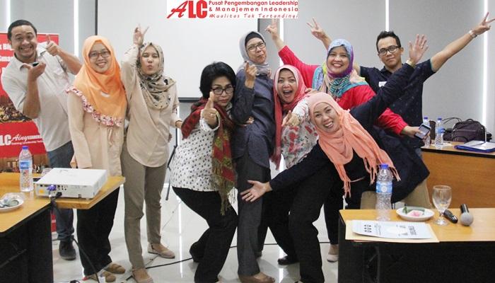 Motivator-Terbaik-Ainy-Fauziyah-Training-Motivasi-ALC
